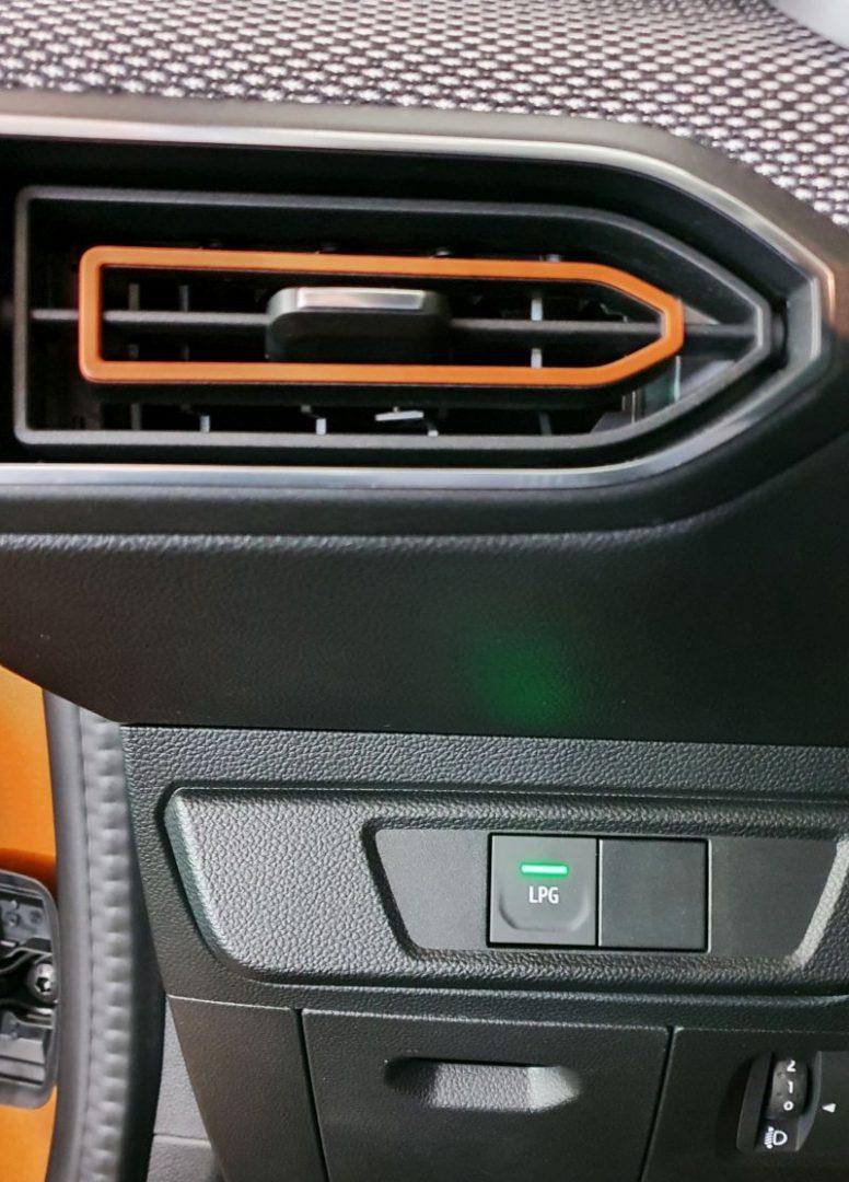 2021 Dacia Sandero Stepway ECO-G Comfort - tipka za prebacivanje vožnje na plin