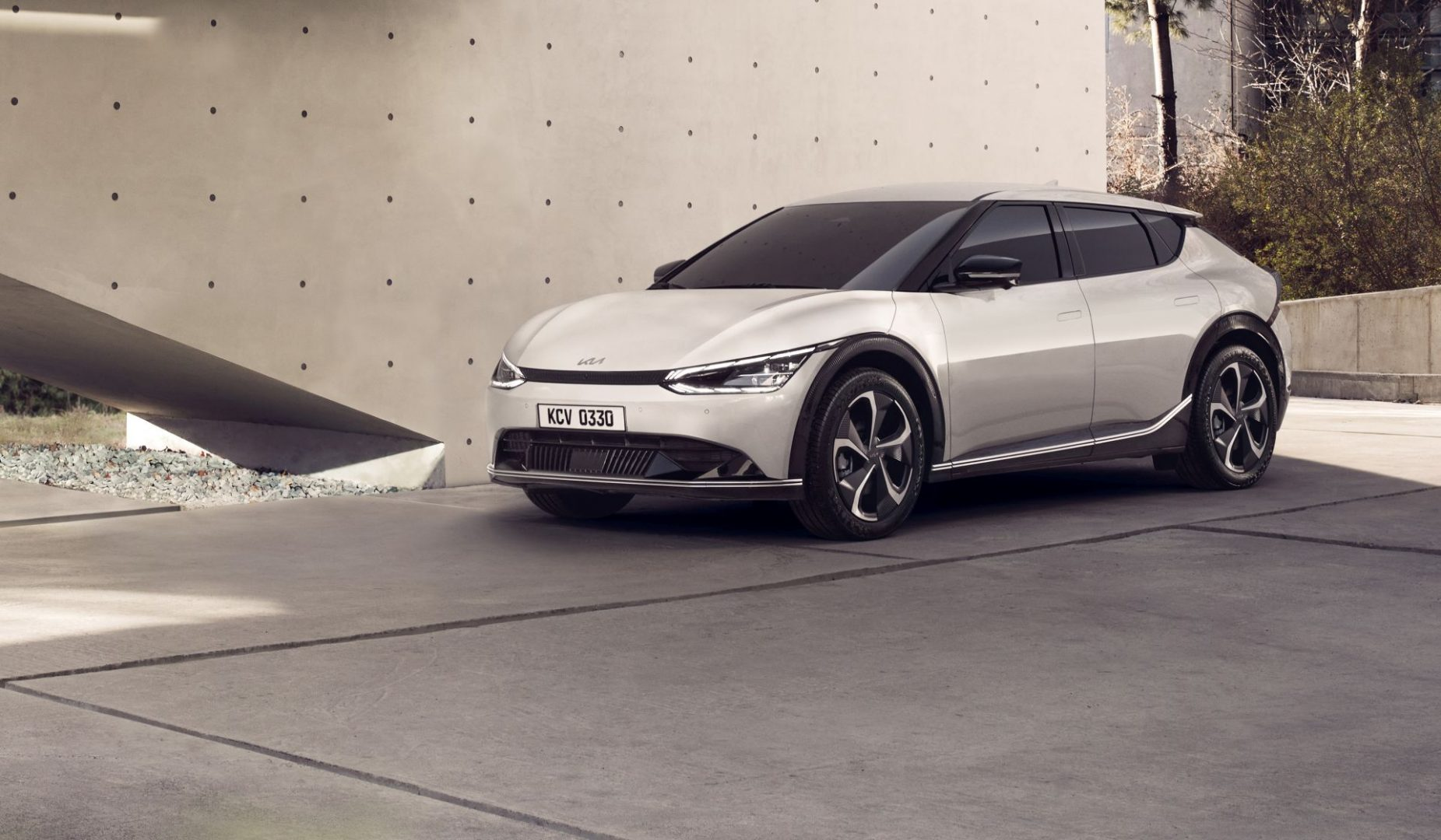 Objavljene prve fotografije i informacije o novom električnom crossoveru Kia EV6