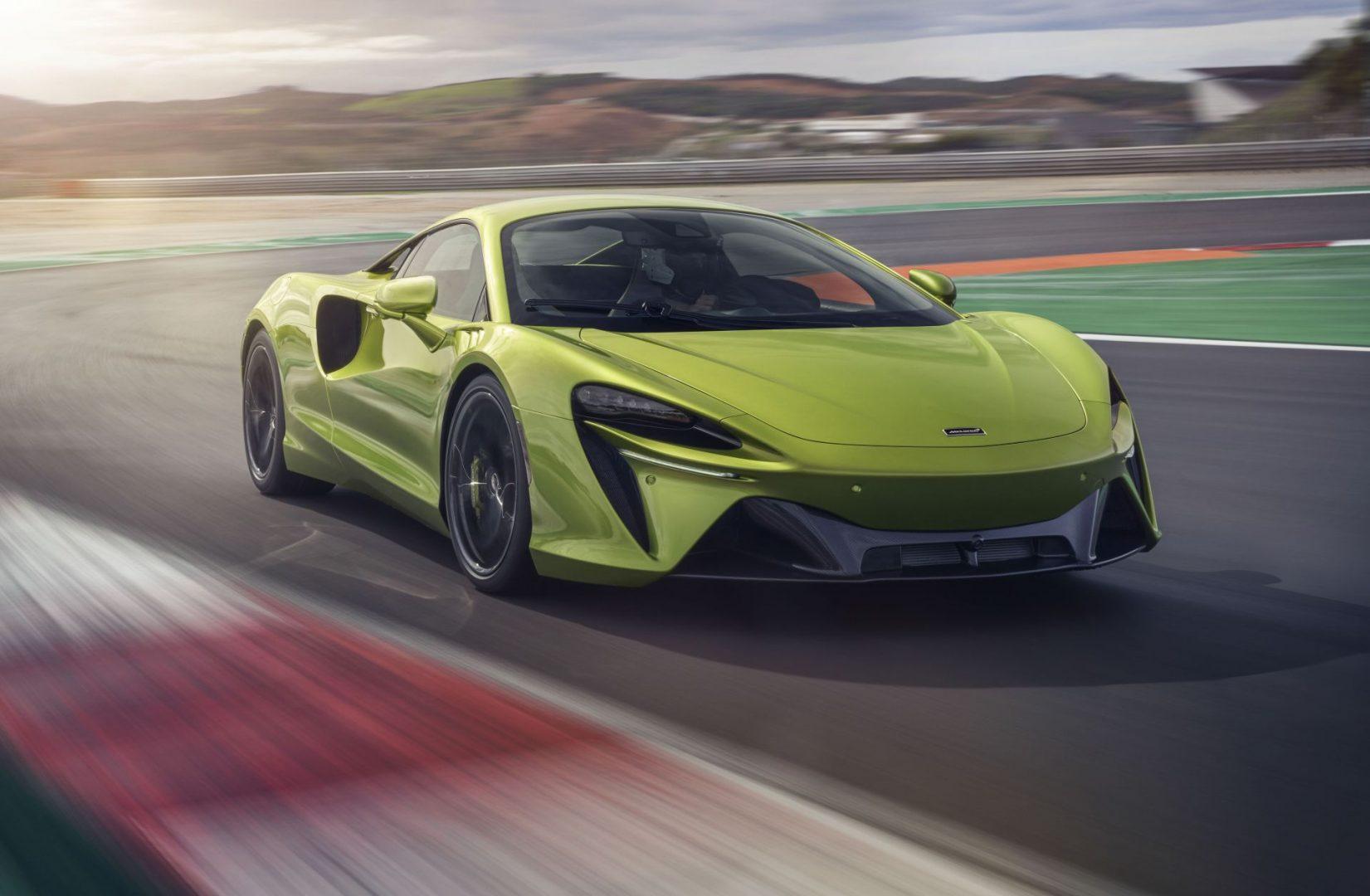 McLaren Artura je hibridni supersportski automobil sa 680 KS