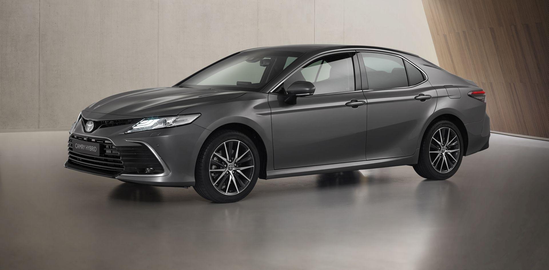Toyota Camry s dotjeranim izgledom i novim infotainment zaslonom