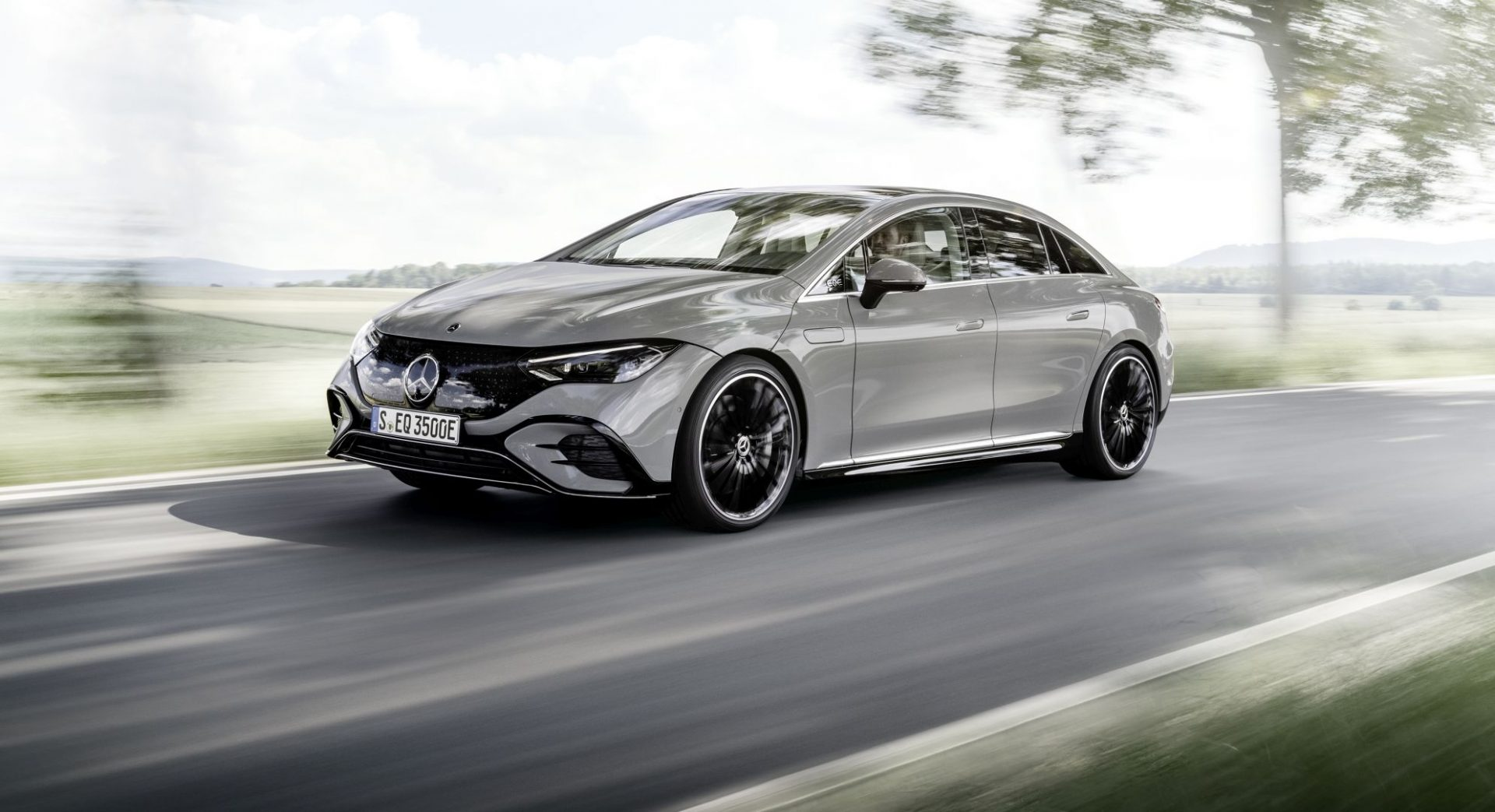 Električna limuzina Mercedes EQE nudi autonomiju od 660 km