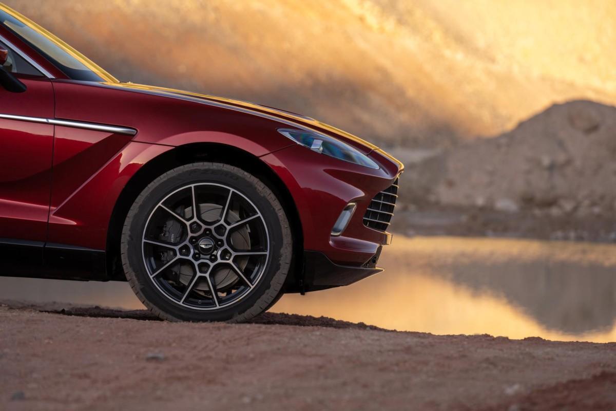 Aston Martin DBX potegnut će do 291 km/h