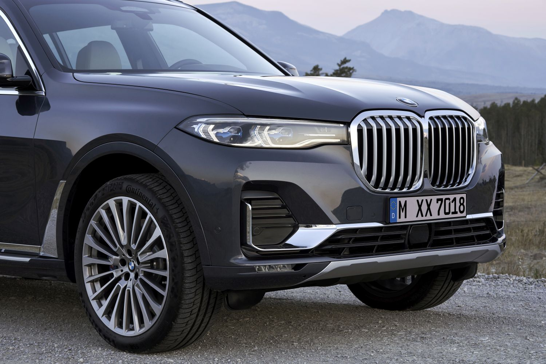BMW X7 dužine 5151 mm uz standarde 20-inčne kotače