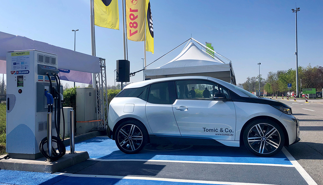 Na prvoj e-punionici na hrvatskim autocestama prvi je napunjen BMW i3