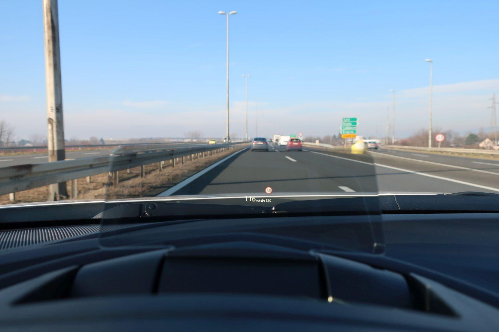 Head-up display olakšava vožnju