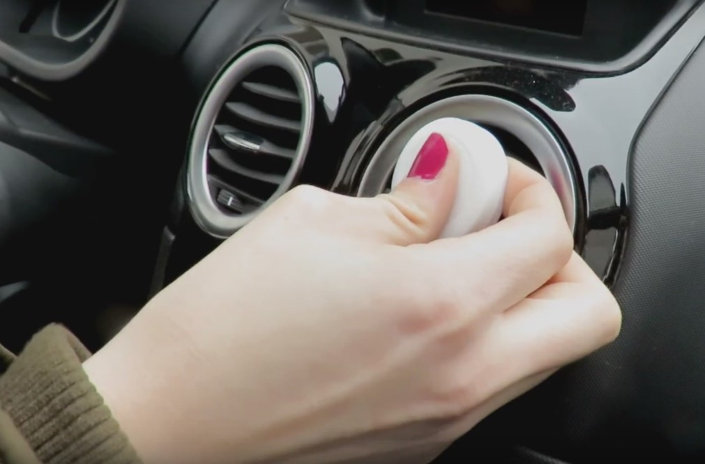 Kako postaviti mobitel u vozilo
