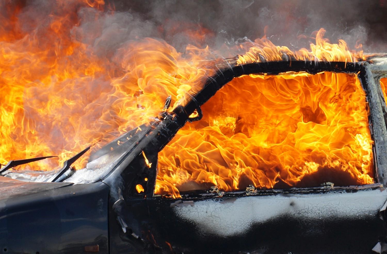 Što učiniti ako vam se zapali električni automobil?