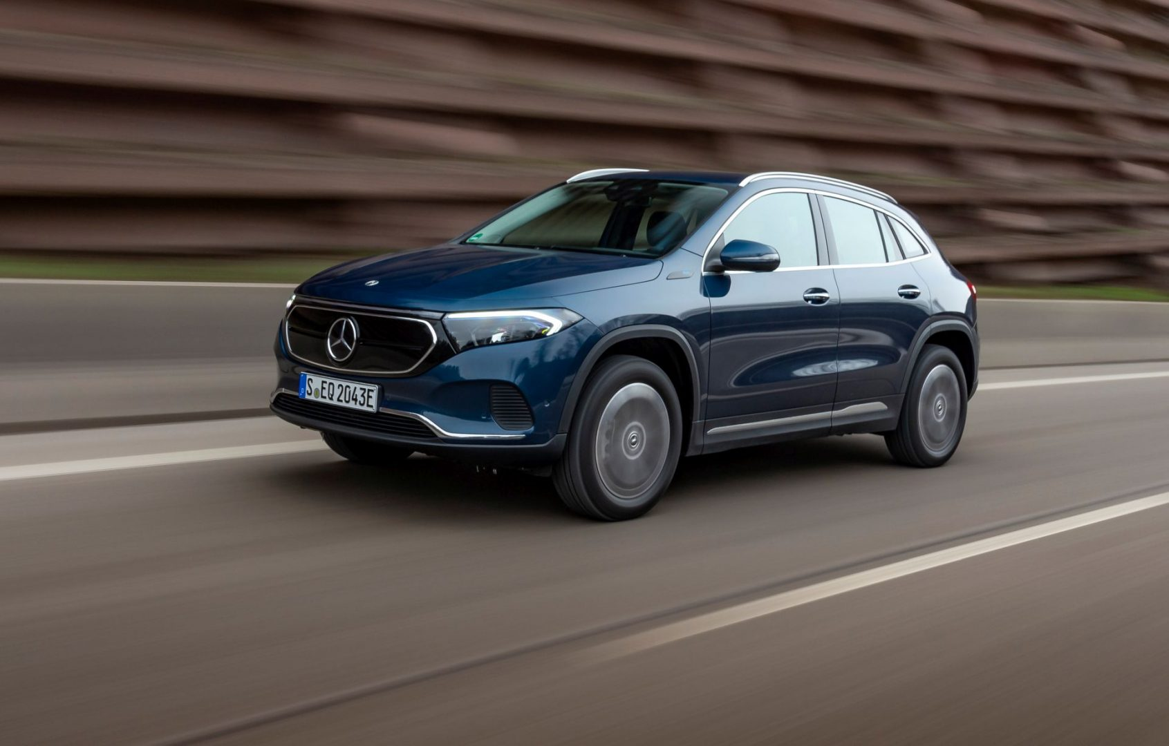 Električni Mercedes EQA dobiva dvije nove izvedbe s pogonom na sve kotače