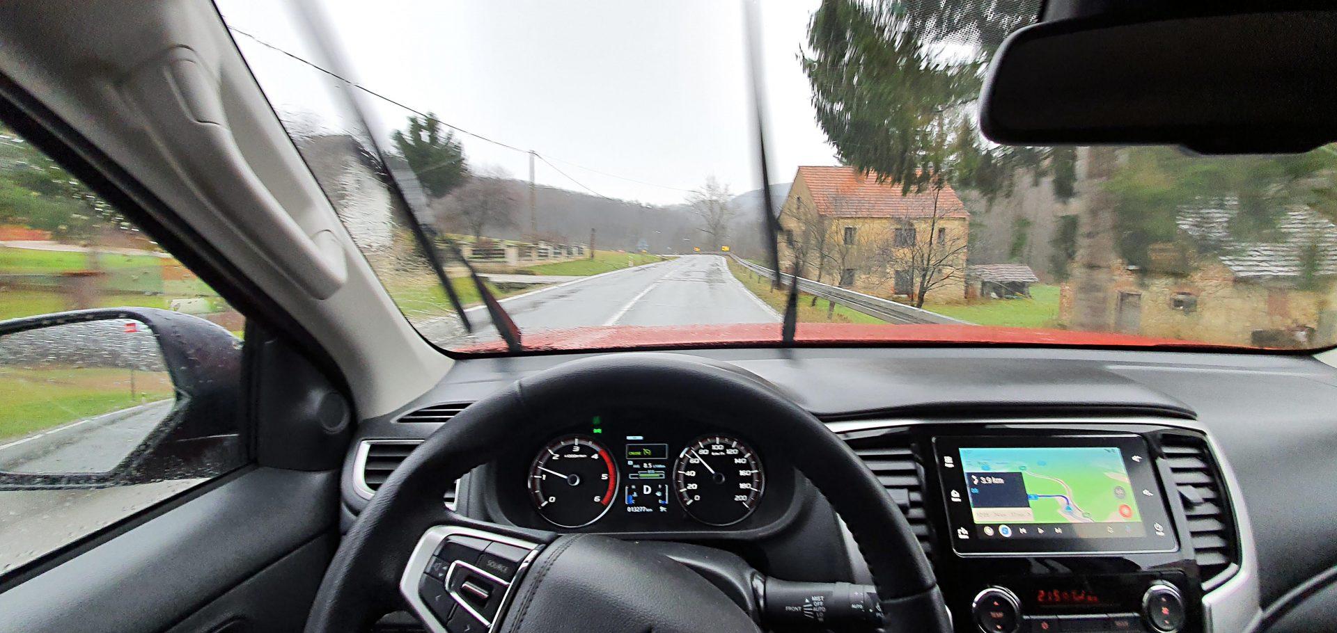 Ako ne prevozi teret, vožnja Mitsubishijem L200 zabavna je u svim vremenskim uvjetima