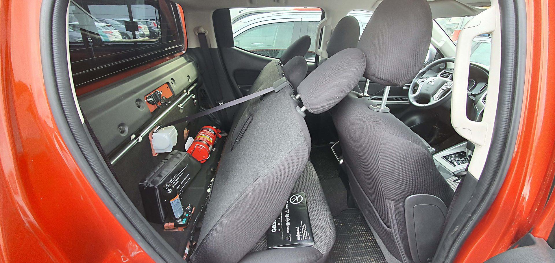 """Iza stražnjih sjedišta nalazi se """"skriveni"""" pretinac koji će dobro poslužiti za smještaj prve pomoći i ostale opreme da ne skakuće po automobilu tijekom vožnje"""