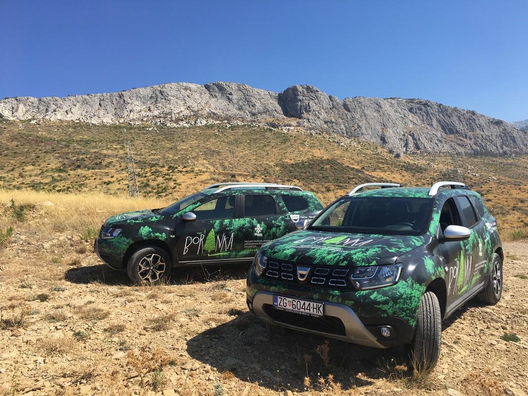 Dacia Duster pomaže pri sadnji stabala