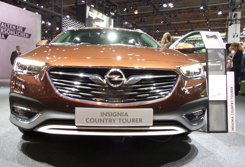 Frankfurt Auto Show 2017: Opel Insignia Country Tourer