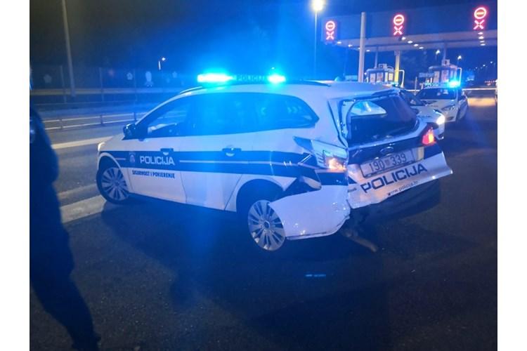 S 33 osobe u Citroenu Jumperu bježao od policije, a na kraju je vozilom probio blokadu
