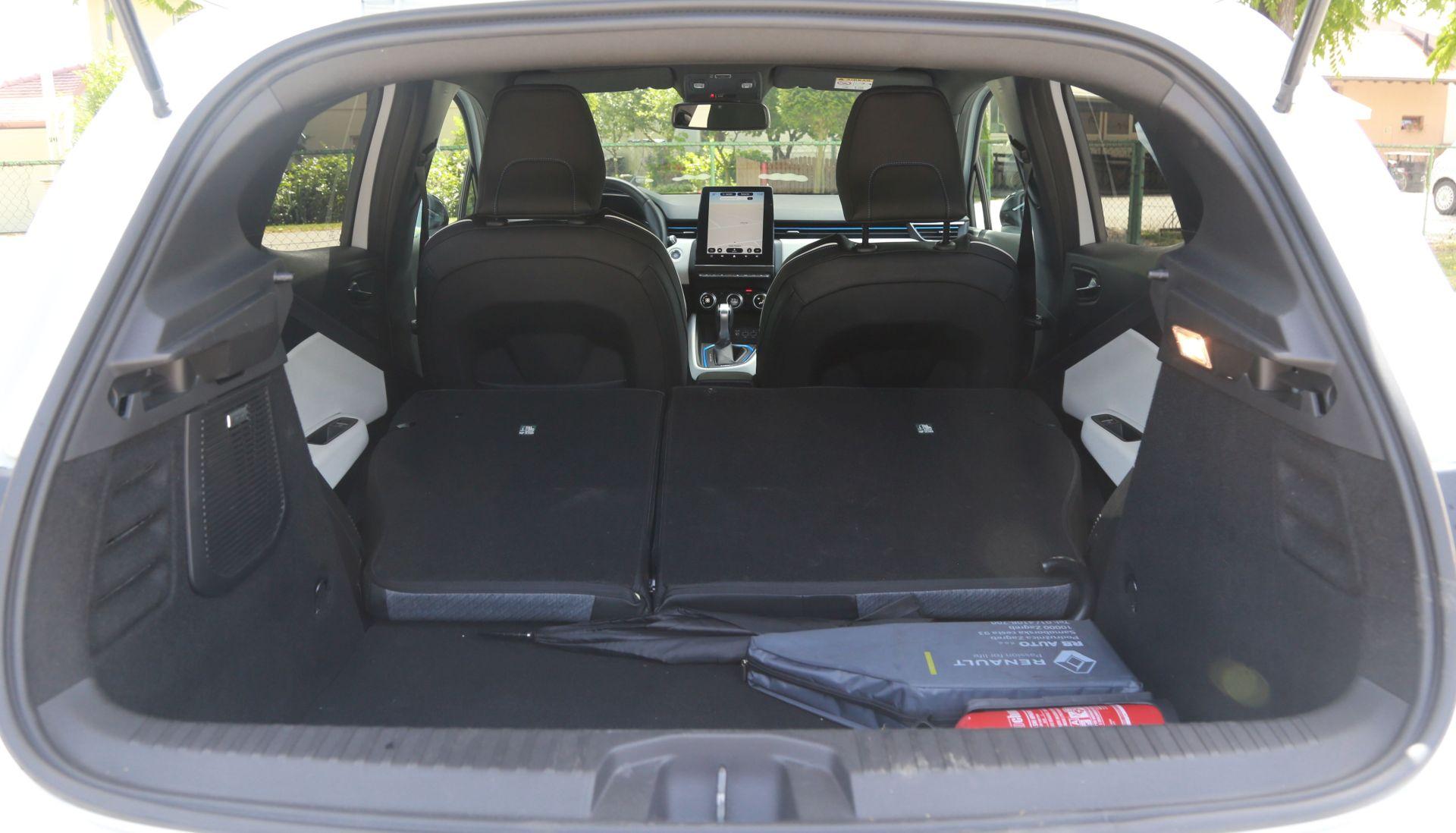 Preklapanjem stražnjih sjedala obujam od 301 litre prtljažnika povećava se na 1.146 litara. No za utovar je nezgodan visoki prag prtljažnika.