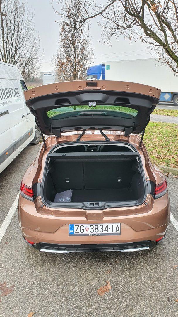 Zapremina prtljažnika od 384 litre nije velika, ali je u standardima klase