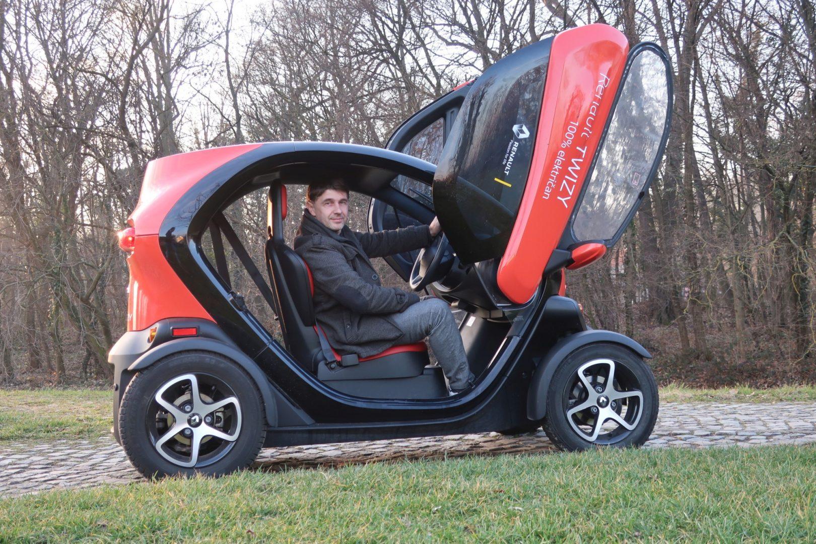 Testiramo: Renault Twizy Intens Red 80