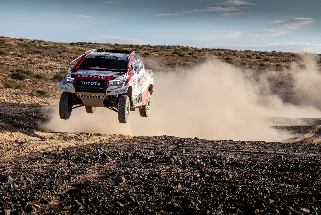 Fernando Alonso testira Toyotu Hilux i priprema se za reli Dakar