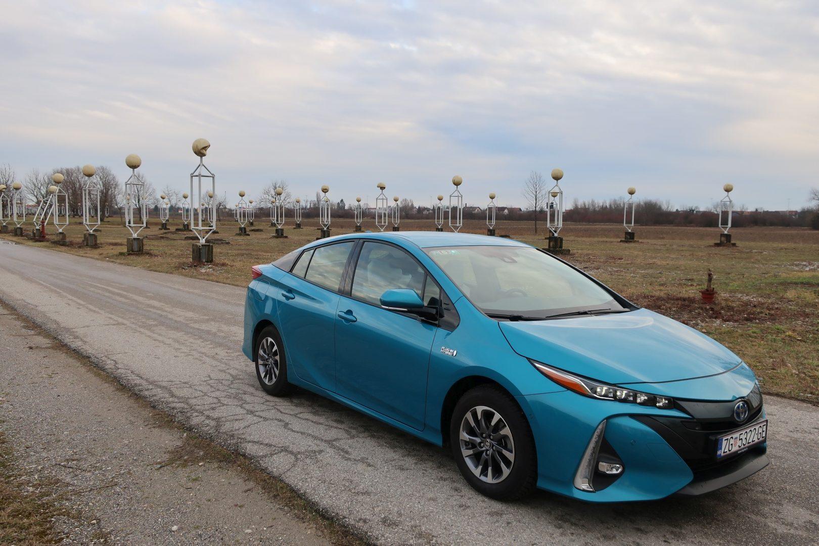 TEST Toyota Prius Plug-in hybrid Executive