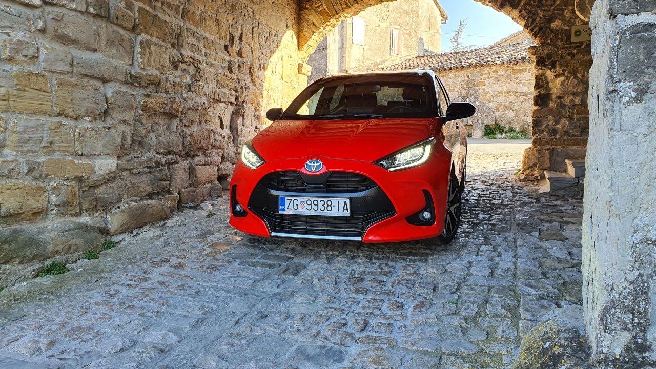 TEST: Toyota Yaris Premiere 1.5 HSD