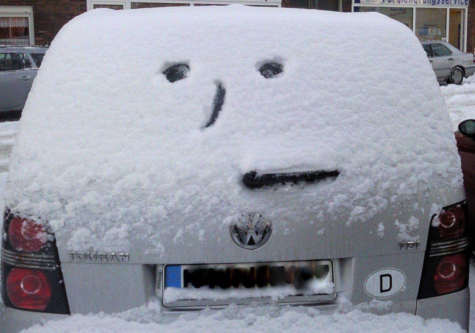 Što ne smijemo zimi ostavljati u automobilu