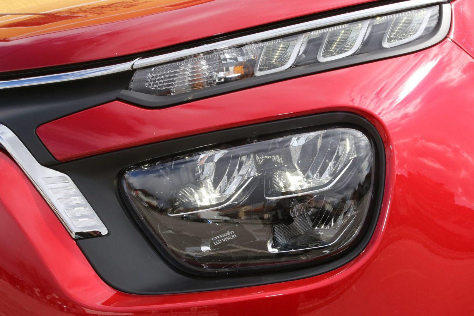 LED Vision svjetla su standardna oprema, dok LED dnevna svjetla dolaze od druge kategorije serijske opreme na više