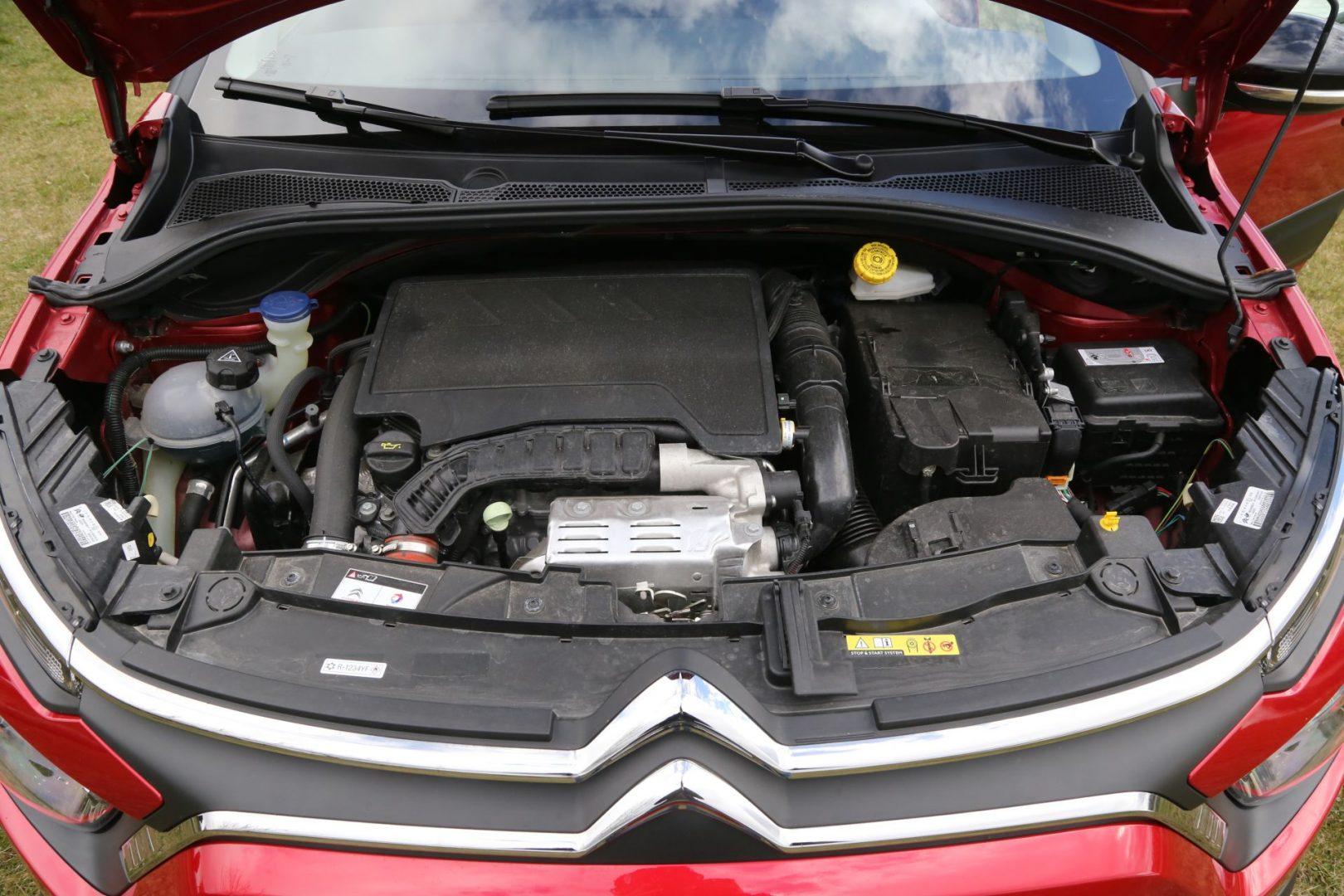 Turbobenzinac obujma 1199 cm3 razvija najveću snagu od 110 KS pri 5500 okretaja/min te najveći okretni moment od 205 Nm pri 1750 o/min