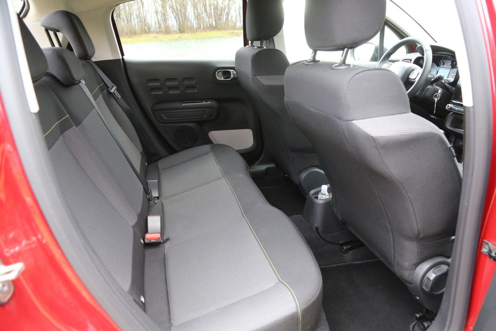 Kako na prednjim, tako i na stražnjim sjedalima ima dovoljno prostora za udobno sjedenje