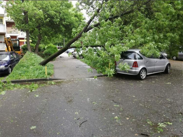 Preporuka policije zbog jakog i olujnog vjetra