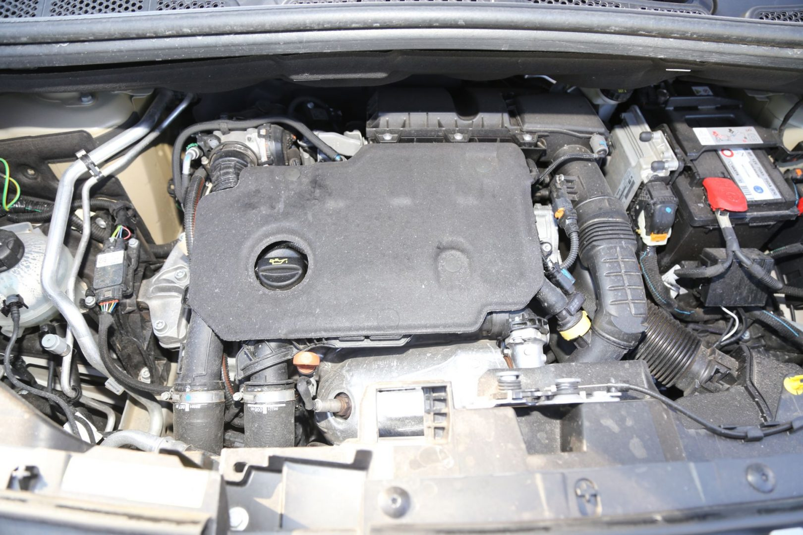 Motorizacija može biti turbo dizelska sa 102 ili 130 KS te kao trocilindrični 1,2 litreni turbobenzinac sa 110 ili 130 KS