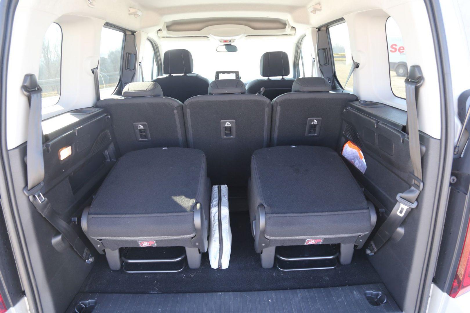 U prtljažniku se nalaze sjedala na rasklapanje koja se jednim potezom mogu izvaditi