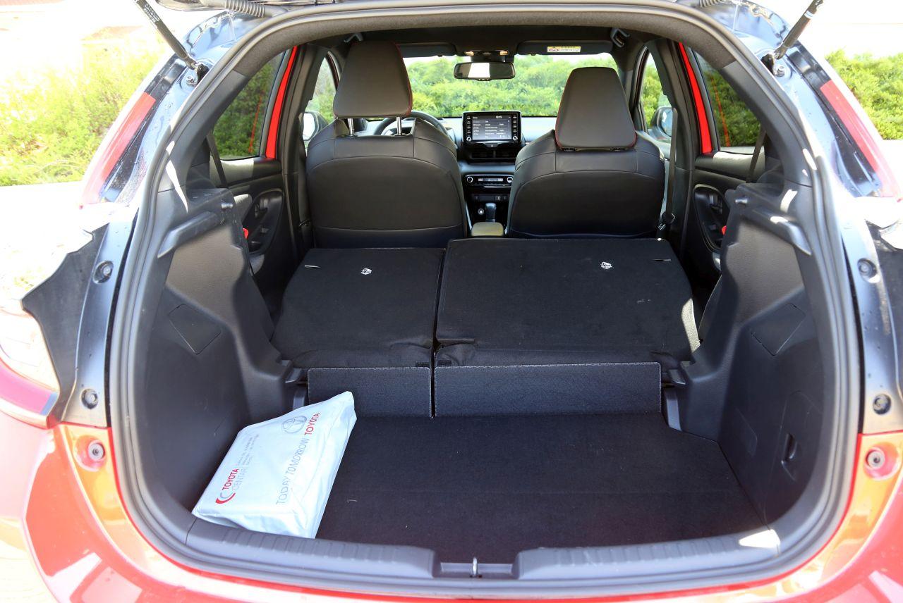 Prtljažni prostor se sa skromnih 286 litara preklapanjem zadnjih sjedala povećava na 974 litra